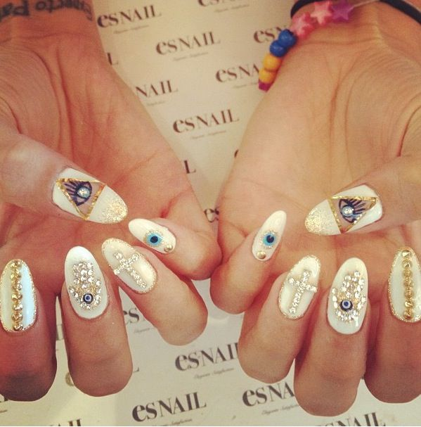 Rolling Eyes Nail Decoration