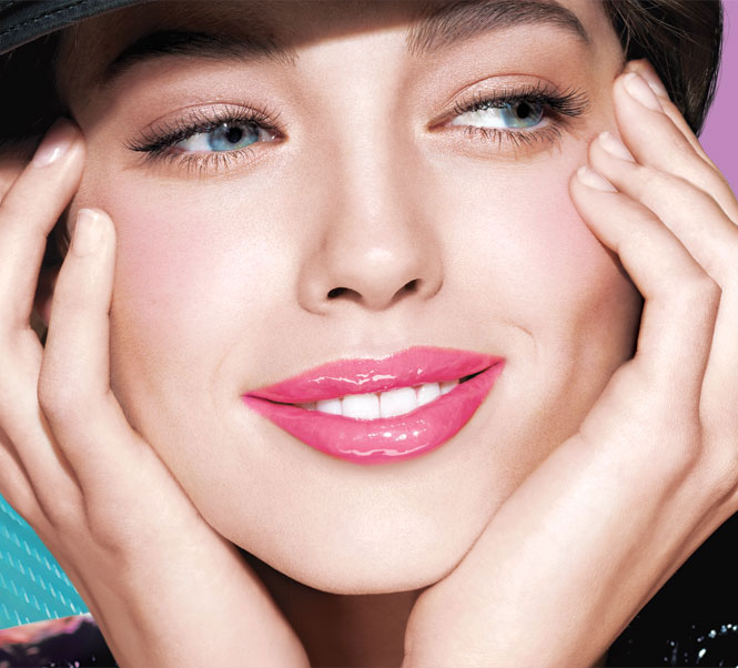 Charming Look with Lip Gloss Pen